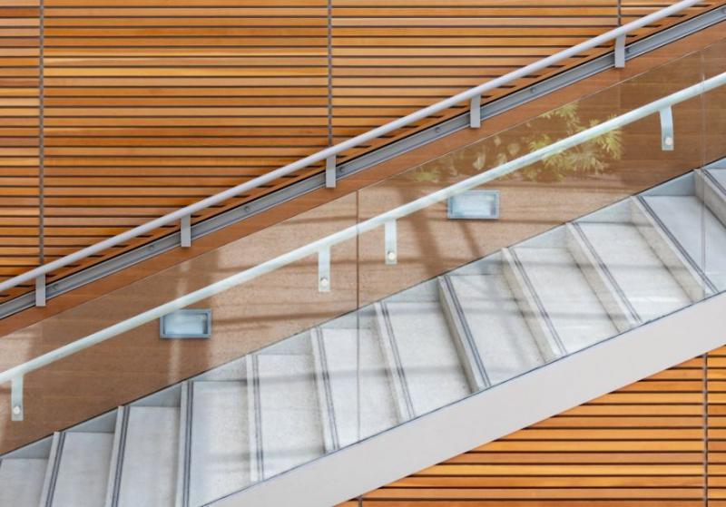 Instalação de corrimão em escada